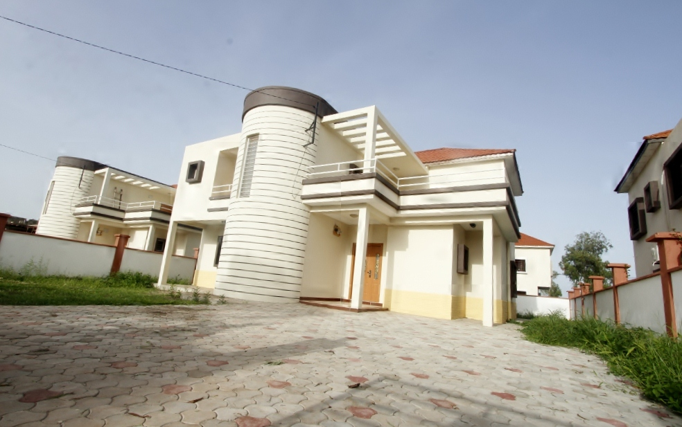 FLORIDA HOUSE 4 bedroom story house in (Salagi)