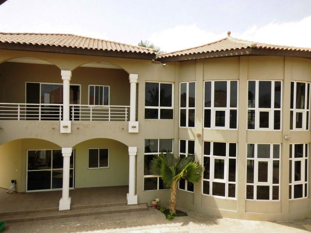 Lovely 5 master bedroom house unfurnished with garden in Kerr Serigne