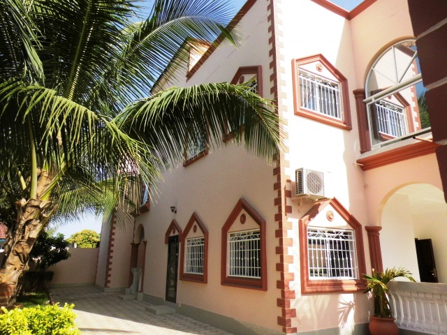 Fabulous 5 bedroom townhouse situated at Brusubi Phase 1