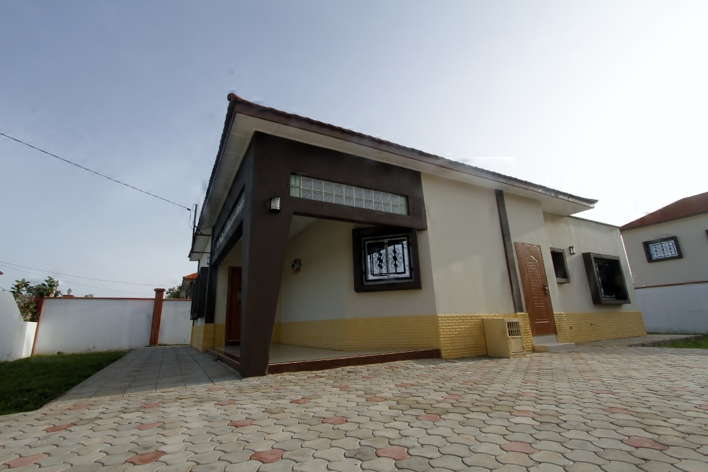 MAKATI HOUSE 3 bedroom bungalow house