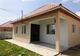 Beautifully presented three bedroom family home in Tujereng
